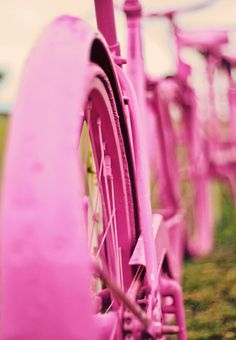 Pink bicycle #HoyEs el día mundial de la bicicleta #bicyclelover #fucsiaberry #estilogreenella