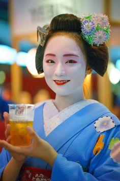 maiko 舞妓 Gion Kobu 祇園甲部 Mikako 実佳子 KYOTO JAPAN