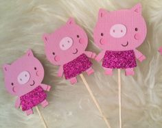 Pig cupcake toppers, Farm/Pig Theme Party High quality Cupcake toppers (with Toothpick), these are made with four layers of textured card stock. Farm Animal Cupcakes, Pig Cupcakes, Pig Crafts, Paper Crafts, Pig Baby Shower, Silvester Diy, Farm Themed Party, Circle Crafts, Animal Crafts For Kids