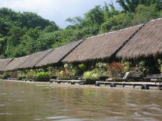 River Kwai Jungle Rafts, een back to basic ervaring in een drijvende bungalow in Thailand