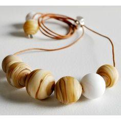 Collar beige-blanco de la colección Spectrum de Miguel de Diego y Sonia Osuna #art #handmade #necklace