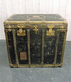 coffre malle valise voyage diligence ancienne r tro vintage cuir bois meubles. Black Bedroom Furniture Sets. Home Design Ideas