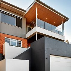 How do you turn an old tired home into a beautiful light open space? Check out the details of this amazing extensive renovation to find out. Details in our design snippet- link in bio above. Small Apartment Interior, Small Apartment Design, Small Apartments, Ideas Mancave, Pochette Diy, Case Study Design, Tiny Loft, Teen Room Decor, Wall Cladding