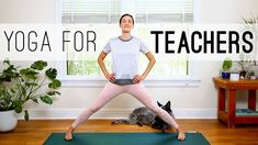 Do yoga at home with our library of free yoga videos hosted by Austin TX yoga teacher Adriene Mishler! Easy Yoga For Beginners, Yoga For Beginners Flexibility, Back Day Workout, Butt Workout, Cardio Workouts, Dynamic Yoga, Dynamic Stretching, Zen, Free Yoga Videos