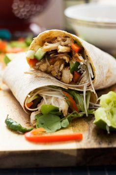 Never be stuck over what to do with leftover rotisserie chicken again. Stuff it in a wrap with crispy veggies, rice noodles & hoi sin sauce. Delicious!