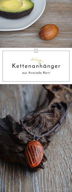DIY-Schmuck: Kettenanhänger aus Avocado-Kern schnitzen