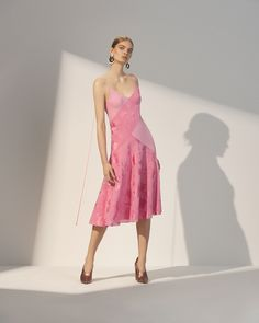 Prabal Gurung Resort 2018 Fashion Show Collection Catwalk Fashion, Vogue Fashion, Fashion 2018, Pink Fashion, Daily Fashion, Simple Dresses, Nice Dresses, Short Dresses, Fashion Show Collection
