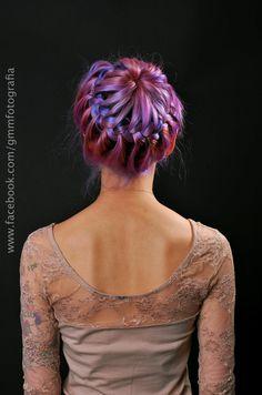 Lavender/Violet tie dye hairdo. Hair by Giovanna Isabella Baú. Photo by Guilherme Marinelle at GMM Fotografia, Curitiba - PR.