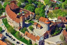 Aerial view of the Nürnberger Burg: below the round sin well tower, between kaiserburg (left) and the smaller burgraves castle