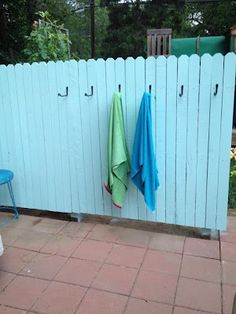 Towel Fence for the Pool - I need one for my deck so when they come in the towels are right there!