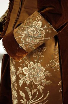 Up Close: Visiting Dress c.1889 (MET)