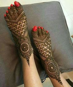 latest mehndi designs for girls bridal henna designs Eid is an auspicious occasion for Muslims all around the world. Easy Mehndi Designs, Latest Mehndi Designs, Mehndi Designs For Girls, Mehndi Designs For Fingers, Dulhan Mehndi Designs, Henna Designs Feet, Leg Mehendi Design, Leg Mehndi, Henna Mehndi