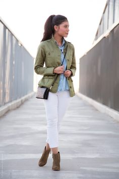 Super How To Wear Green Jacket Skinny Jeans Ideas Army Jacket Outfits, Utility Jacket Outfit, Green Jacket Outfit, Green Utility Jacket, Blazer Outfits, Blazer Vert Olive, Olive Jacket, Khaki Jacket, Anorak Jacket