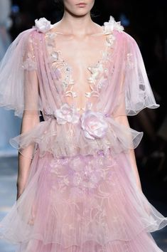Marchesa Fall 2016 Runway Pictures- Marchesa Fall 2016 Runway Pictures Marchesa at New York Fashion Week Fall 2016 – Details Runway Photos - New York Fashion, Fashion Week, High Fashion, Fashion Show, Fashion Looks, Fashion Outfits, Fall Fashion, Haute Couture Style, Couture Fashion