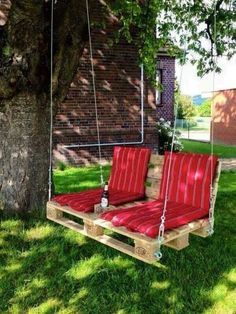 In every backyard there should be a place to read a book, and relax. Why not to make a swing? Here is how to make a Backyard Pallet Swing in few simple steps. Check out that project! Backyard Patio Designs, Backyard Projects, Backyard Landscaping, Diy Projects, Backyard Hammock, Garden Projects, Patio Diy, Desert Backyard, Cozy Backyard