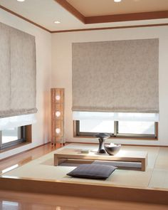 I love the lighting in this space. dont really see a comfy place to sit though Modern Japanese Interior, Japanese Style House, Japanese Interior Design, Japanese Home Decor, Minimalist Home Furniture, Minimalist Room, Japanese Living Rooms, Tatami Room, Small Apartment Interior