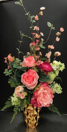 Classic Pink in Gold by Andrea - Tulpen Spring Flower Arrangements, Silk Floral Arrangements, Vase Arrangements, Beautiful Flower Arrangements, Floral Centerpieces, Flower Vases, Beautiful Flowers, Wedding Centerpieces, Silk Flowers