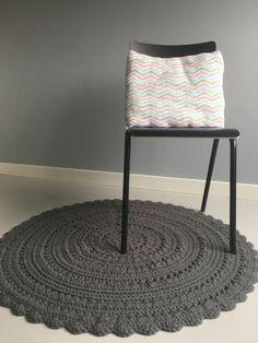 Rond, grijs, gehaakt kleed, 110 cm