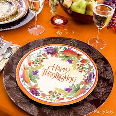 Give your Thanksgiving table an upscale look and more depth by layering your plates with autumn & Make an Easy Clean Thanksgiving Table | Thanksgiving table Dinner ...