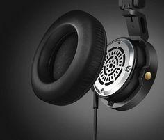 Philips A5-PRO,3 種更換式耳墊尺寸,可搭配不同用途使用 卡口式掛戴耳墊,輕鬆旋轉並壓扣即可就定位,其安全機制原理與相機鏡頭相同。柔軟的耳墊可提供長時間配戴時的舒適感,並有三種尺寸供挑選,可隨個人喜好和不同音訊環境變換耳墊。