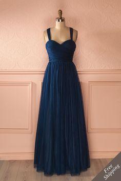 Une histoire merveilleuse était sur le point de s'écrire... A wonderful story was about to be written... Maxi navy tulle prom dress www.1861.ca