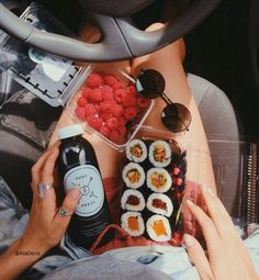 Image shared by 𝑎𝑑𝑣𝑒𝑛𝑡𝑢𝑟𝑒 💫. Find images and videos about food, yummy and sushi on We Heart It - the app to get lost in what you love. Think Food, I Love Food, Good Food, Yummy Food, Healthy Snacks, Healthy Recipes, Diet Recipes, Healthy Food Tumblr, Healthy Sushi