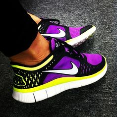Hey I have this exact pair, comfiest runners ever!! But those are not me!!