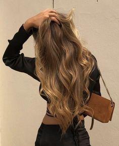 Honey Blonde Hair, Blonde Hair Looks, Blonde Hair From Brown, Girls With Blonde Hair, Blonde Hair Outfits, Brown Hair Inspo, Carmel Blonde Hair, Honey Brown Hair Color, Blond Girls
