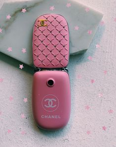 Flip Phones Compatible With Verizon Flip Phone Cell Phone Case The Bling Ring, Retro Phone, Boujee Aesthetic, Vintage Phones, Flip Phones, Chanel, Cute Cases, Pink Walls, 2000s Fashion