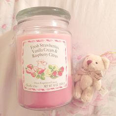 This candle smells like strawberry cake and I'm in love