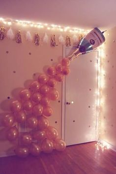 Bachelorette party balloons idea - DIY champagne balloon photo backdrop {Courtesy of Just a Virginia Girl} Party DIY Birthday Party