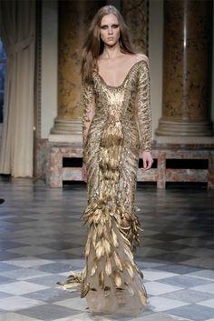 lamorchemoveilsoleelaltrestelle:Zuhair Murad, Spring 2010 Couture