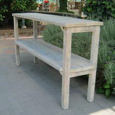 Mooie praktische steigerhout sidetable 'Koog' gemaakt van gebruikt steigerhout. Geschikt als pottafel of sidetable te gebruiken in de tuin, woning, restaurant en/ of winkel. Een praktisch meubel voor een leuke prijs.