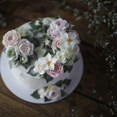 Wedding anniversary Buttercream folwercake _ #buttercreamcake #buttercreamflowercake #koreaflowercake #koreanflowercake #flowercake #플라워케이크 #플라워케익 #대구플라워케이크 #메종올리비아 #버터크림케이크 #버터크림플라워케이크 #버터케익 #버터크림플라워케익