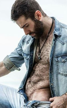 C'est beau, un homme poilu. Hairy men are beautiful, no matter the muscles, no matter the age. Hairy Hunks, Hairy Men, Bearded Men, Hot Men, Hot Guys, Scruffy Men, Hommes Sexy, Moustaches, Hairy Chest
