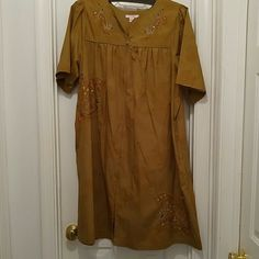 Adorable Vintage House Dress *** NWOT*** Zipper in the front from top to bottom*** beautiful designs*** Go Softly patio Other