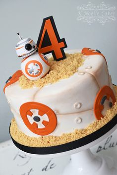 Theme cake by K Noelle Cakes - Star Wars Cake - Ideas of Star Wars Cake - Theme cake by K Noelle Cakes Bolo Star Wars, Tema Star Wars, Star Wars Bb8, Girls Star Wars Party, Girls Star Wars Cake, Cupcakes, Cupcake Cakes, Anniversaire Captain America, Bb8 Cake