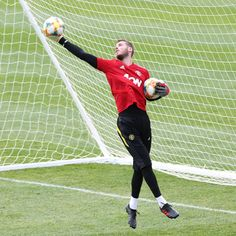 David De Gea expected to commit future to Manchester United by signing long-term a week con Manchester United Players, Leeds United, Bryan Robson, Ashley Young, Phil Jones, International Champions Cup, Messi Soccer, Marcus Rashford, Goalkeeper