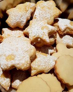 Μπισκότα μανταρίνι !!! ~ ΜΑΓΕΙΡΙΚΗ ΚΑΙ ΣΥΝΤΑΓΕΣ 2 Greek Recipes, Biscuits, Stuffed Mushrooms, Food And Drink, Cookies, Baking, Vegetables, Sweet, Desserts