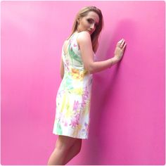 Vestido tubinho de decote princesa creme com flores tropicais. #atelier #primavera #coleçãonova #lançamento #vestidoboneca #saiagode #coresvivas #premiere   maquiagem por Maquiagem Adriana Galindo foto por Adriana Galindo http://luizapannunzio.tanlup.com/