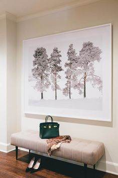 A print like this for the dining area. Oversized art with bench in the hallway by interior designer Jean Liu (via Desire to Inspire). Foyer Design, Design Entrée, House Design, Interior Design, Design Trends, Entrance Design, Hallway Bench, Entry Hallway, Entry Bench