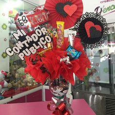 Creaciones D'encantos C.A.  (@dencantos) | Instagram photos and videos Valentine Gifts, Valentines Day, Balloon Arrangements, Lany, Simple Gifts, All You Need Is, 4th Of July Wreath, Gift Baskets, Balloons