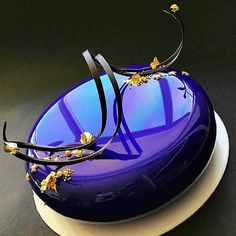 Mirror glazed cake recipeMuselyThis mirror glaze is wonderfully sweet and easy to make. Perfect for .This mirror glaze is wonderfully sweet and easy to make. Perfect for coating desserts.Mirror glaze cakes from Ksenia Penkina are Glaze For Cake, Mirror Glaze Cake, Mirror Cakes, Mirror Glaze Wedding Cake, Mirror Glaze Recipe, Fancy Desserts, Fancy Cakes, Beautiful Desserts, Beautiful Cakes