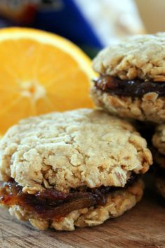 Jo and Sue: Old Fashioned Date Filled Oatmeal Cookies Source by fashion biscuits Date Filled Cookie Recipe, Oatmeal Cookie Recipes, Date Cookies Filled, Lemon Cookies, Yummy Cookies, Cupcake Cookies, Shark Cookies, Cupcakes, Cookies