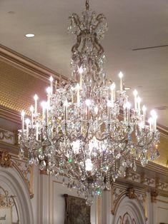 New Las Vegas….Paris…New York beautiful Chandeliers, - Chandelier Design, Glass Chandelier, Cool Lighting, Beautiful Chandelier, Beautiful Lights, Chandelier Lamp, Chandelier Lighting, Chandelier, Fancy Lights