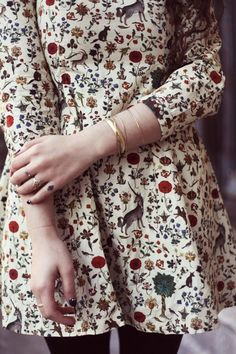 Romantic look ideas Floral dress and plenty of accessories.: Romantic look ideas Floral dress and plenty of accessories. Look Fashion, Autumn Fashion, Womens Fashion, Fashion Hair, 70s Fashion, Fashion Clothes, Street Fashion, Girl Fashion, Mode Style