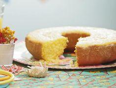 Aprenda a fazer este bolo de milho com flocão, que fica com um gosto bem parecido com o de bolo de fubá!