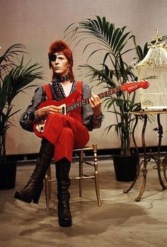 Halloween Jack, one of the many transformations of David Bowie. my favorite, followed by Ziggy Stardust.