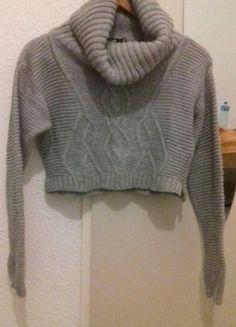 À vendre sur #vintedfrance ! http://www.vinted.fr/mode-femmes/pulls-and-pulls-a-capuche/54252373-pull-court-gris-missguided