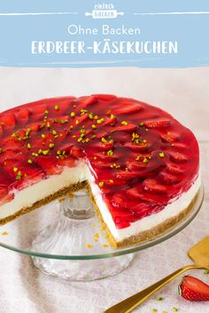 Strawberry cheesecake without baking - Erdbeer-Käsekuchen ohne Backen Even without an oven, this delicious cheesecake with strawberries is definitely your favorite recipe. Quickly prepared and off in the fridge. Strawberry Cheesecake, Strawberry Recipes, Cheesecake Recipes, Dessert Recipes, Homemade Cheesecake, Cheesecake Cookies, Cheesecake Bites, Chocolate Cheesecake, Dessert Oreo